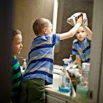 Како научити дете да очисти купатило